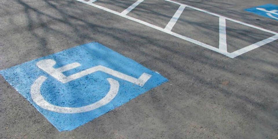 Llega a Torrejón la Tarjeta Europea de Estacionamiento para discapacitados