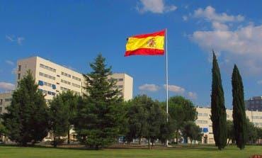 Coslada repone la bandera de España que robaron hace meses