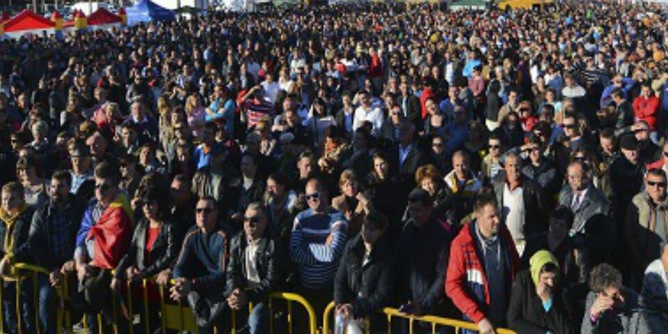 Cientos de rumanos del Corredor celebraron el Día Nacional de Rumania