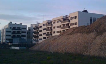 Una mujer con dos niños ha sido desalojada hoy del piso que ocupó en Torrejón