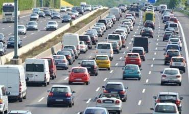 Tráfico denso desde primera hora en las salidas de Madrid