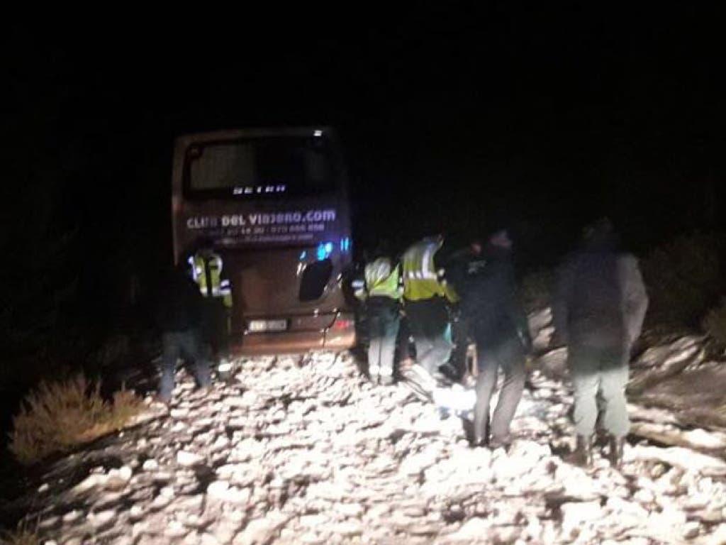 Un autobús con 36 pasajeros queda atrapado por la nieve en Guadalajara