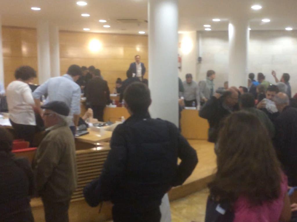 Los taurinos increpan al alcalde de Coslada en el último pleno