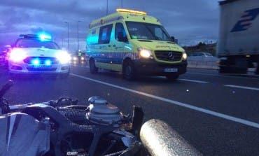 Fallece un motorista en la A2 aplastado por un camión