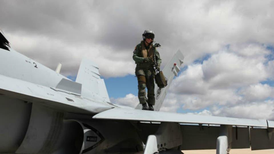 Primera mujer en superar las mil horas de vuelo en un F-18