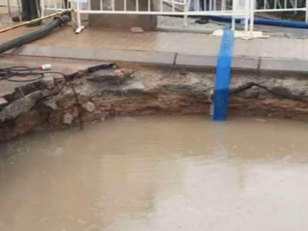 Los vecinos de Cobeña continúan preocupados por el enorme socavón