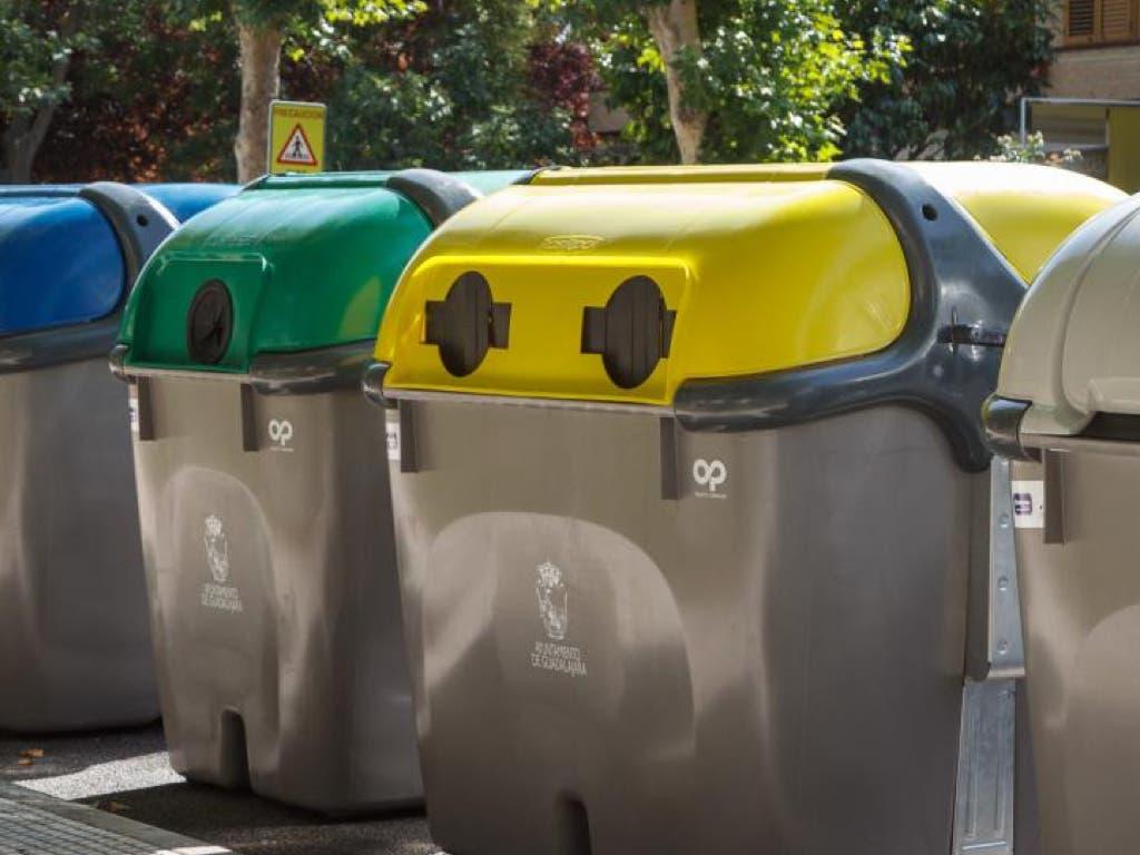 Denunciados por volcar 40 contenedores de basura en Guadalajara