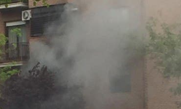 Aparatoso incendio en un piso del barrio de La Zarzuela de Torrejón