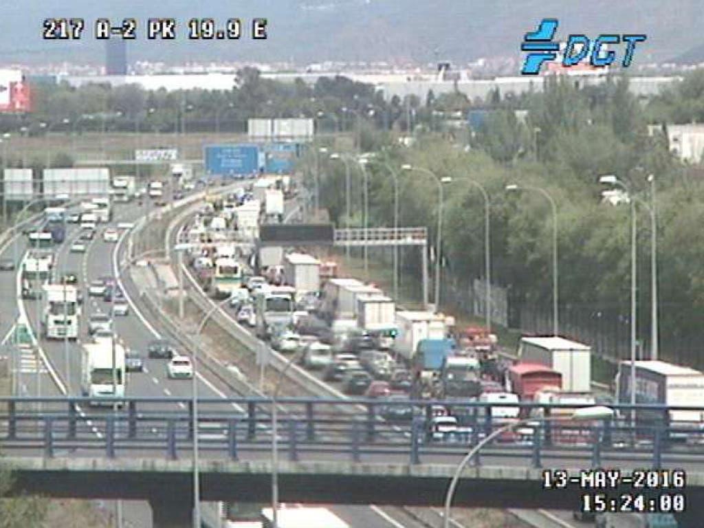 Más de dos horas parados en la A2 entre Canillejas y Torrejón por accidente múltiple