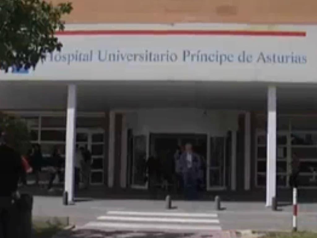 Dos trabajadores del Hospital de Alcalá reúnen más de 4.000 firmas para exigir su readmisión