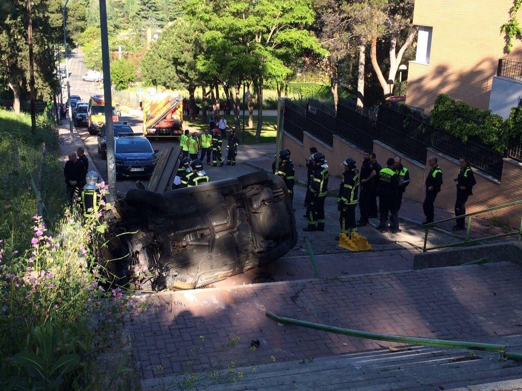 Muere una joven de 23 años en Madrid al precipitarse por unas escaleras el coche en el que iba de copiloto