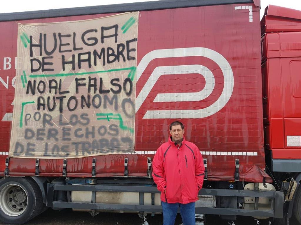 Jesús, el camionero que lleva dos semanas en huelga de hambre frente a su empresa de Alovera