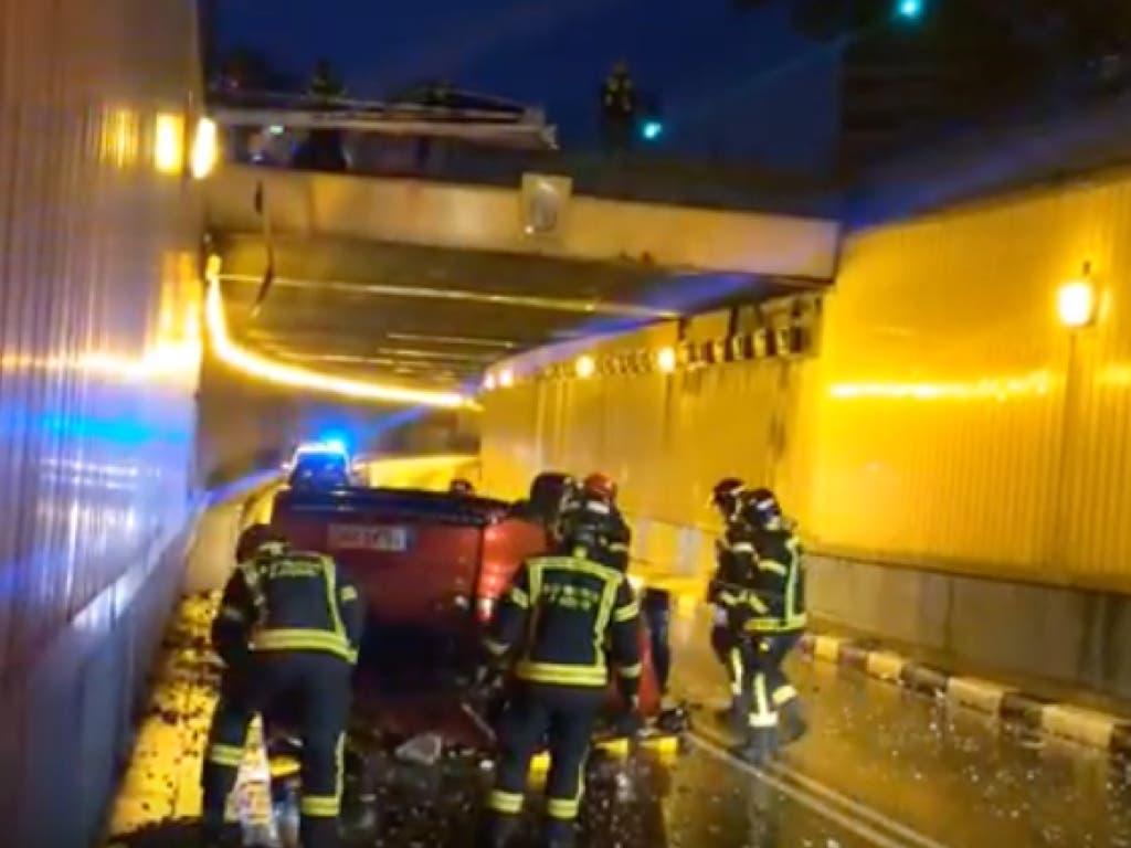 Localizada la pareja que abandonó su coche tras caer a un túnel en Madrid