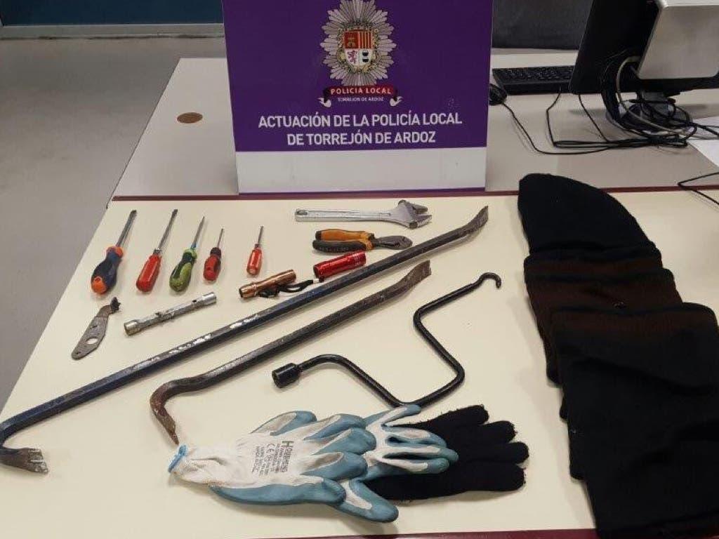 Detenidos en Torrejón cargados de herramientas para robar en viviendas