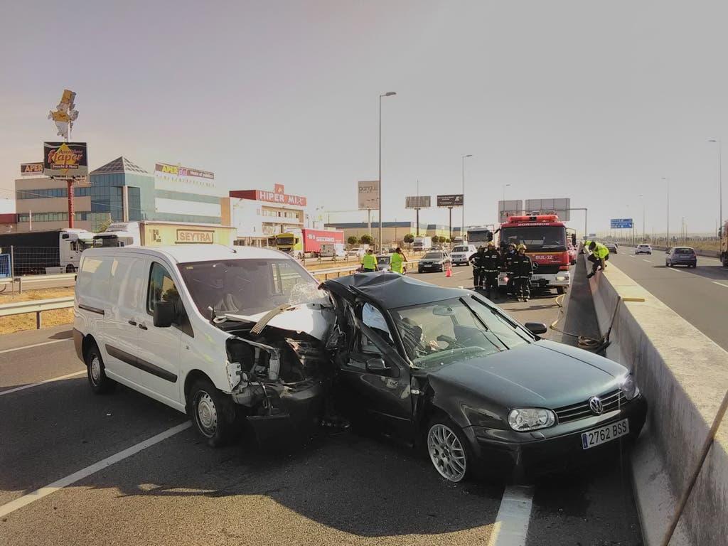 Aparatoso accidente esta mañana en la A2 (Azuqueca) con una persona rescatada