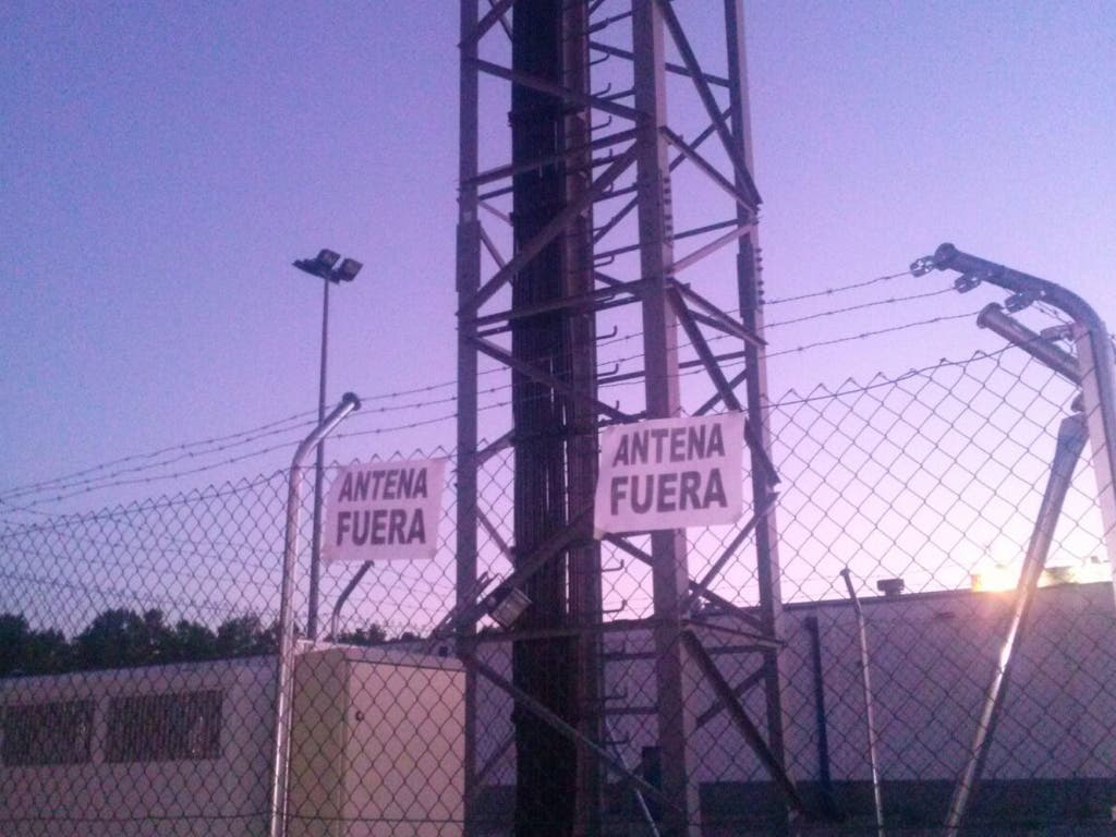 Vecinos de Coslada y San Fernando exigen la retirada de una antena de telefonía