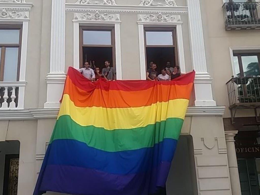 Polémica por la colocación de la bandera gay en el Ayuntamiento de Guadalajara