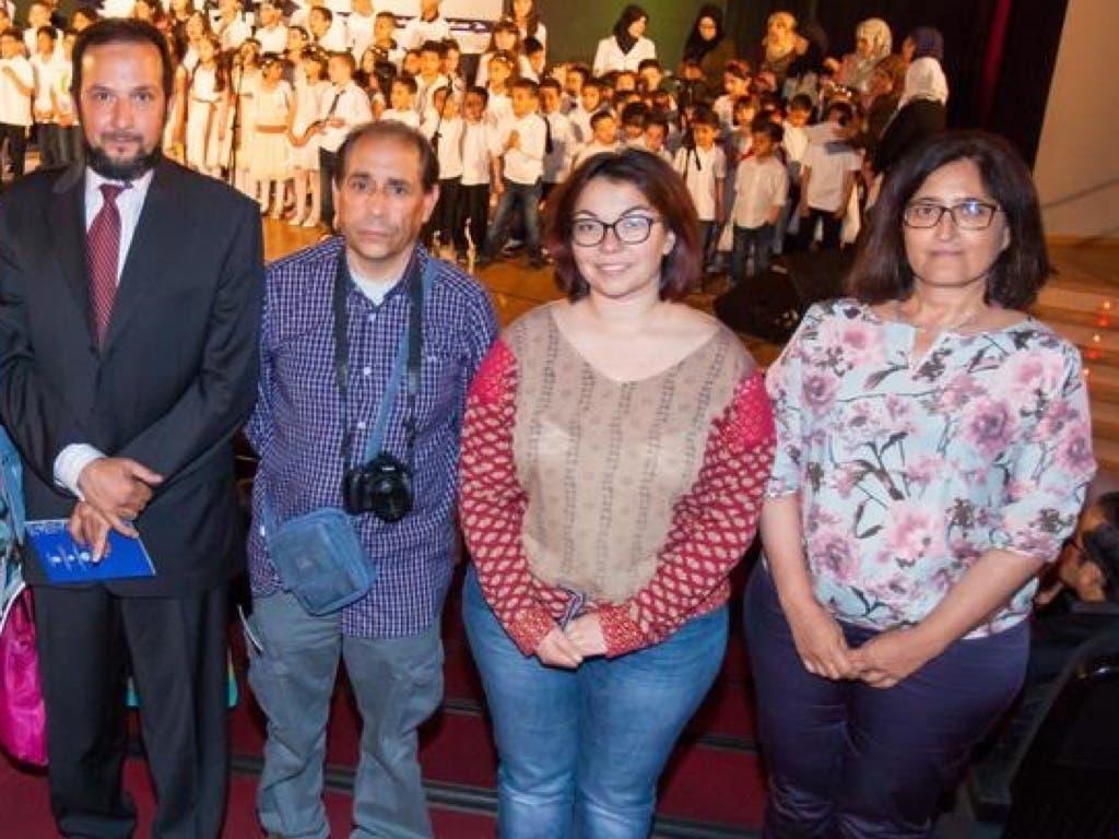 Foto difundida por España2000 en la que aparece el Imán (izquierda) y las dos concejalas