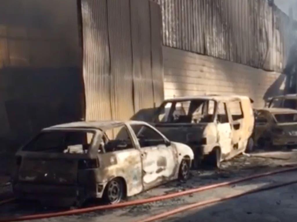 Los Bomberos han estado toda la noche trabajando en la extinción del incendio de Alcalá