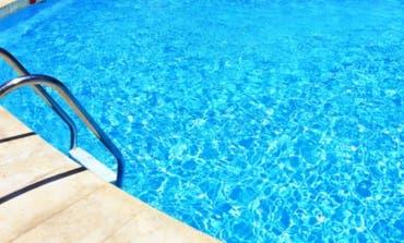 En observación un niño de 8 años tras caer a una piscina privada en Cabanillas