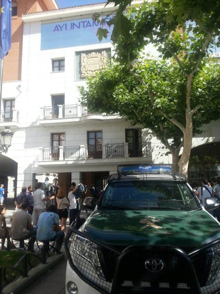 La Guardia Civil se presenta en el Ayuntamiento de Torrejón/ MiraCorredor.tv