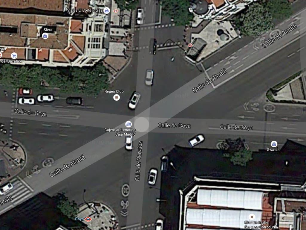 Estado actual del cruce que se quiere convertir en paso de peatones diagonal (Google Maps.