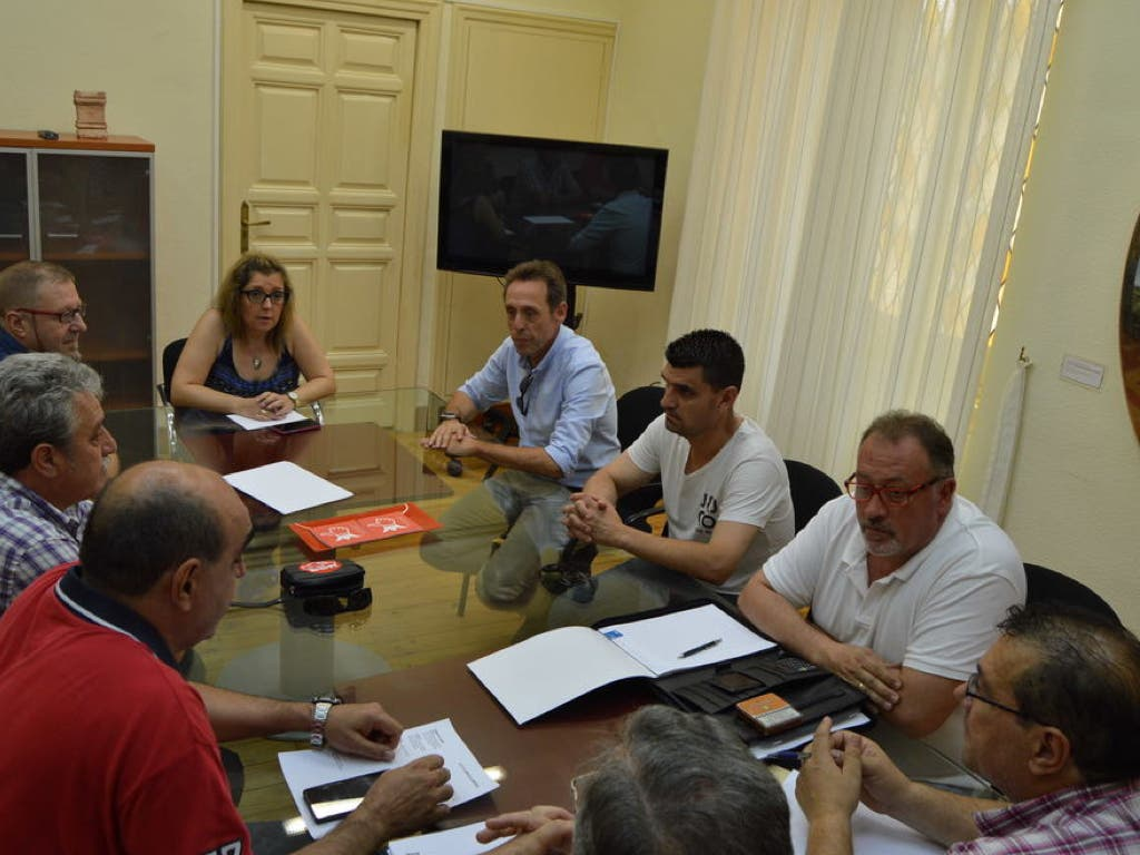 Alcalá apoyará a los trabajadores de ROCA en la negociación del ERTE