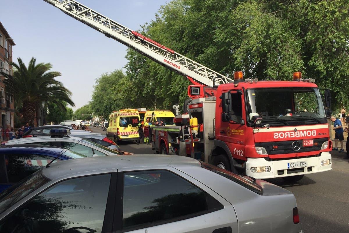 Cuatro heridos, uno grave, tras el incendio de una vivienda en Alcalá