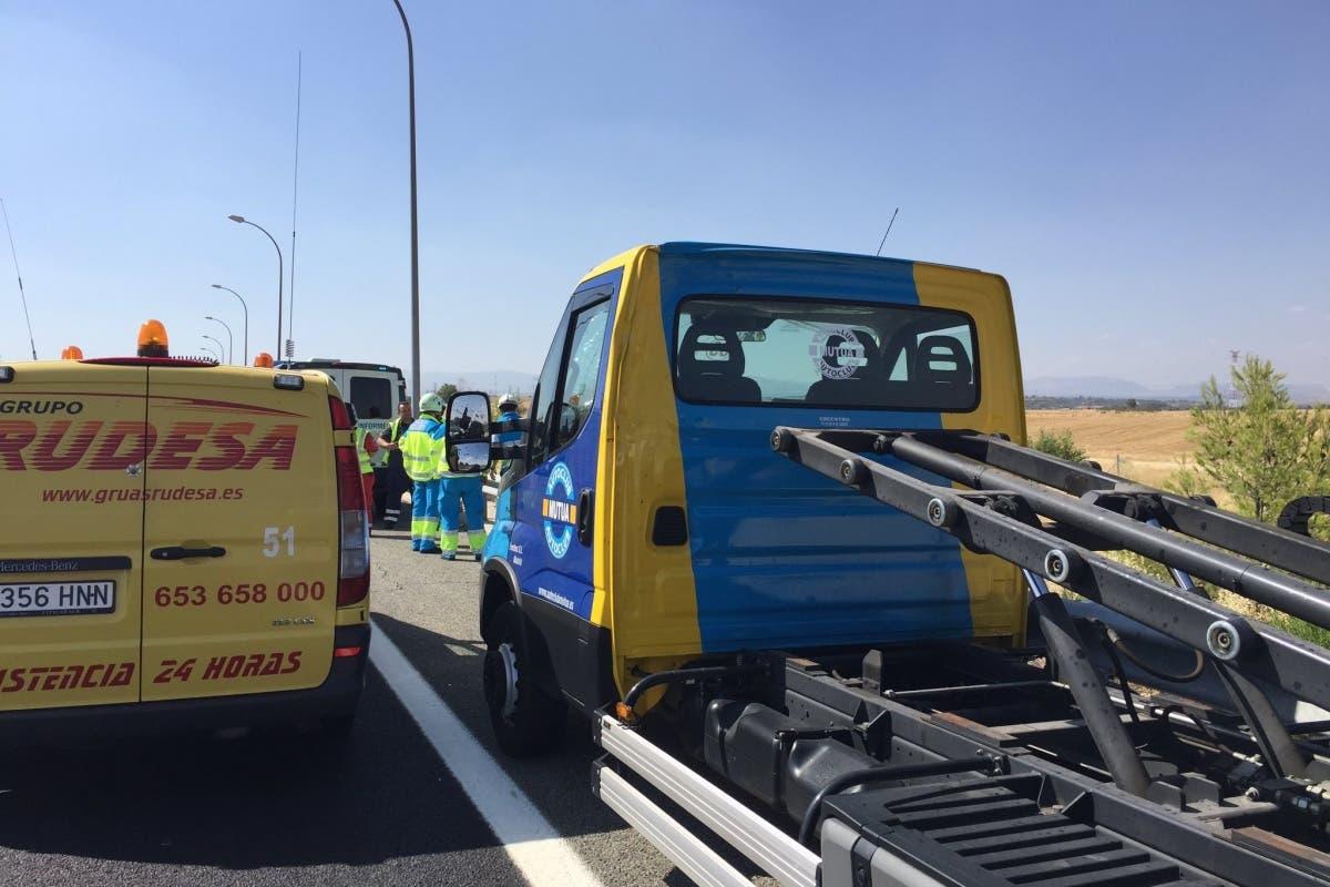 Fallece el conductor de una grúa tras ser atropellado en la M-50