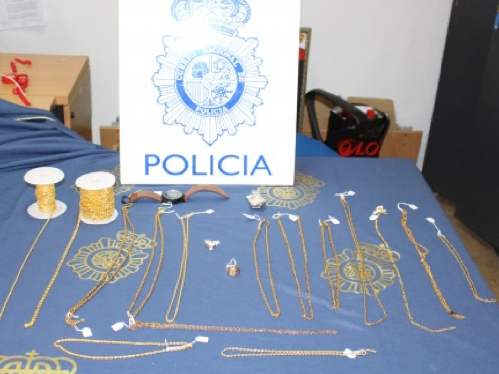 Camelaban a ancianos con besos para robarles en Torrejón y otras zonas de Madrid
