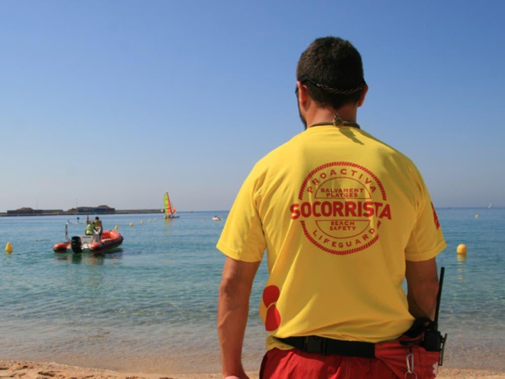 Acusan a un socorrista de Guadalajara de negar auxilio en una playa porque le hablaron en catalán