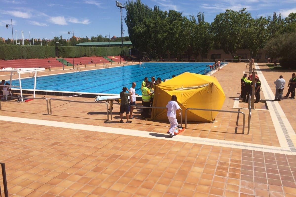 Muy grave tras sufrir un ahogamiento en la piscina municipal de Moratalaz