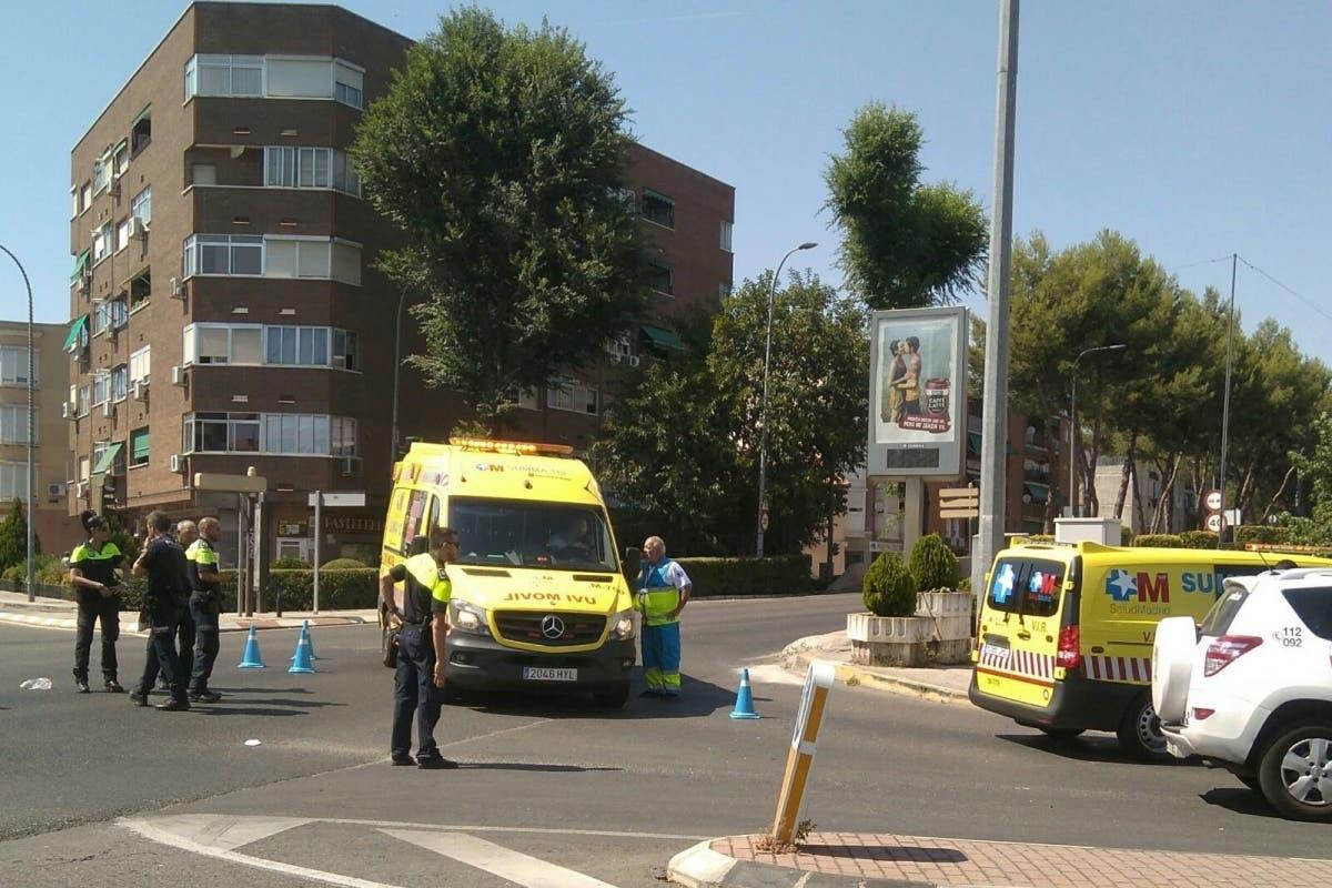 Muy grave un motorista tras colisionar con un coche en Torrejón