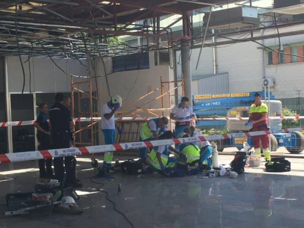 Fallece un trabajador en Madrid tras caer de cabeza desde cuatro metros de altura