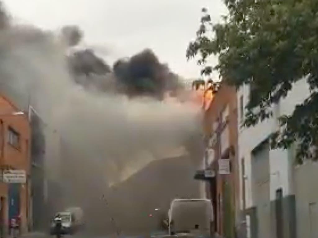 Incendio sin heridos en un taller de chapa y pintura de Torrejón