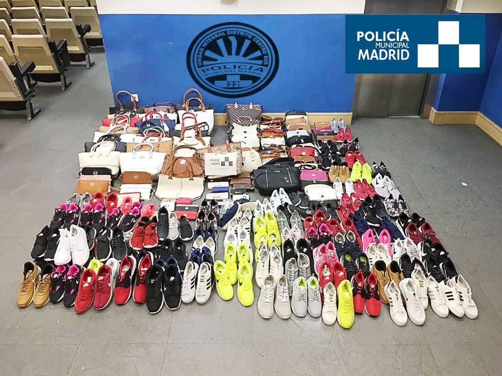 La Policía incauta 300 artículos falsificados en las Fiestas de Lavapies