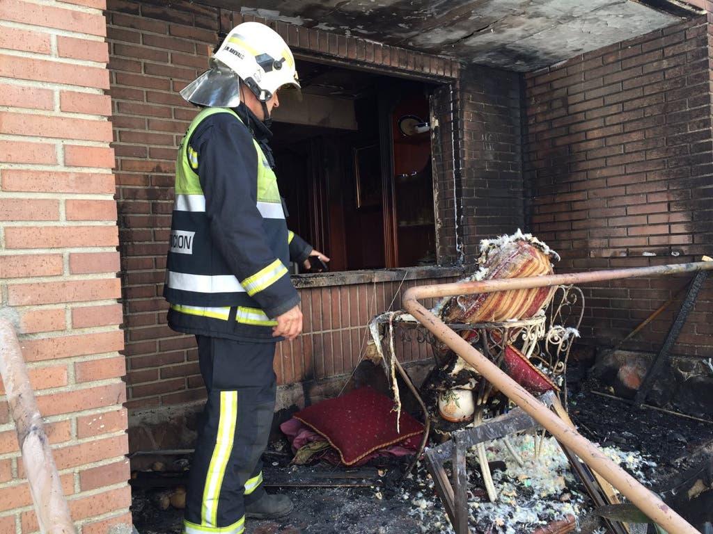 Un incendio en Villalbilla afecta a dos chalés pareados
