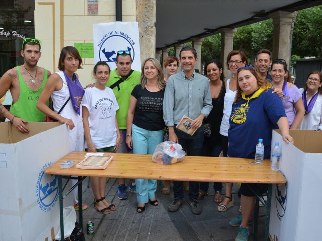 Las Peñas de Alcalá entregan 600 kilos de productos al Banco de Alimentos de Madrid