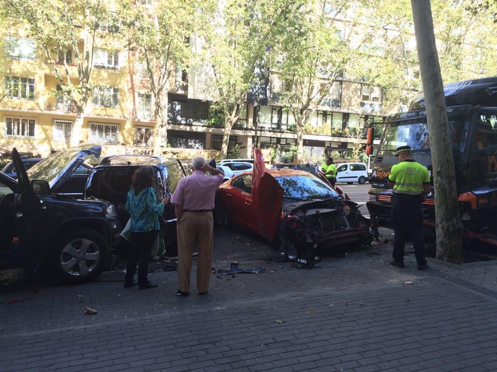 Un camión sin conductor impacta contra varios vehículos estacionados en Madrid