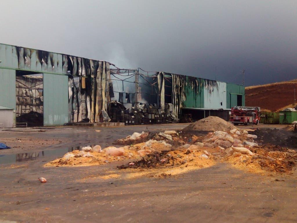 Extinguido el incendio del polígono La Vega de Chiloeches