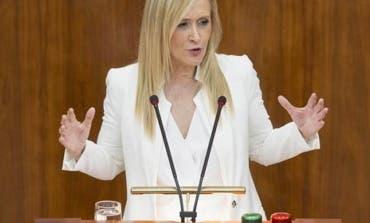 Cristina Cifuentes renuncia al máster y pide disculpas