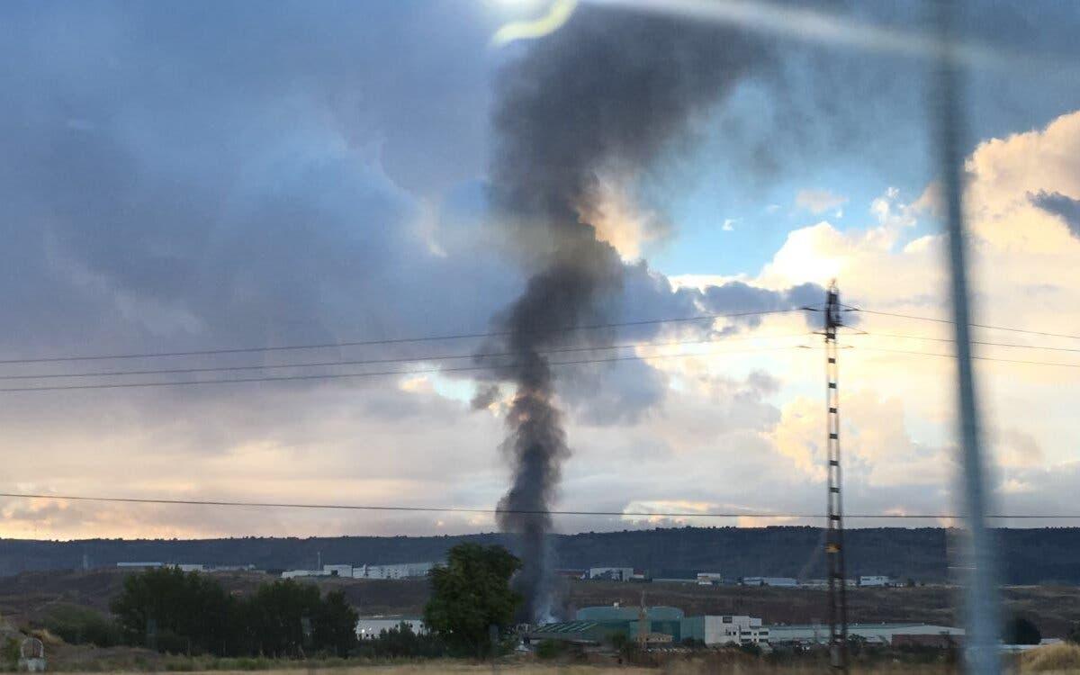 Incendio en una nave industrial del polígono La Vega de Chiloeches