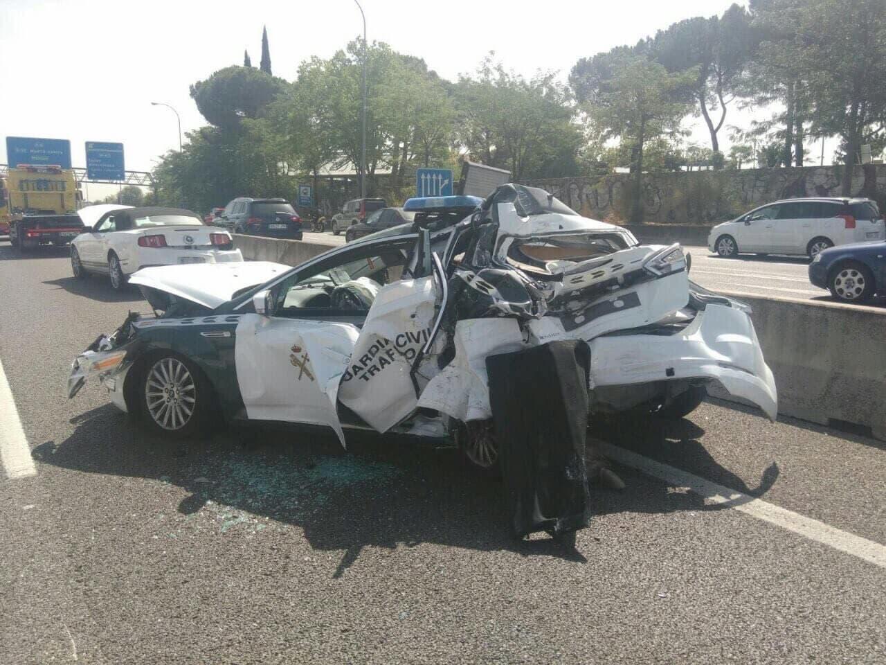 15 heridos tras chocar un autobús contra un coche de la Guardia Civil en la A-6