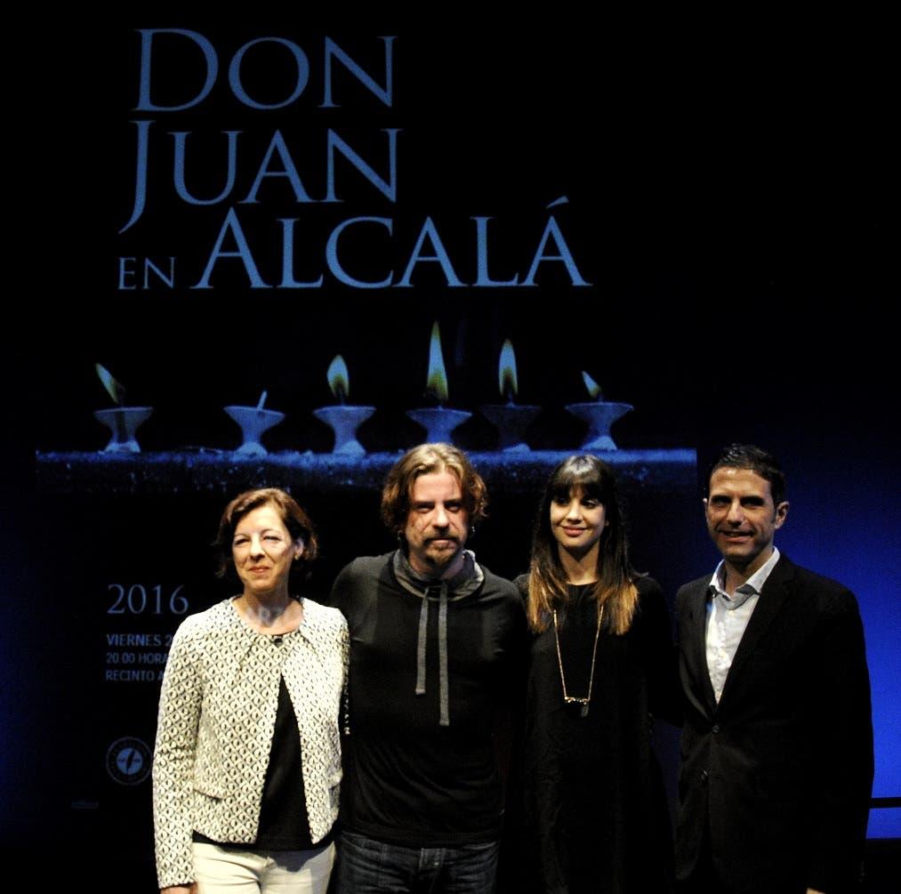 Los dos actores protagonistas junto al alcalde de Alcalá y la concejala de Cultura (Ayto. Alcalá)