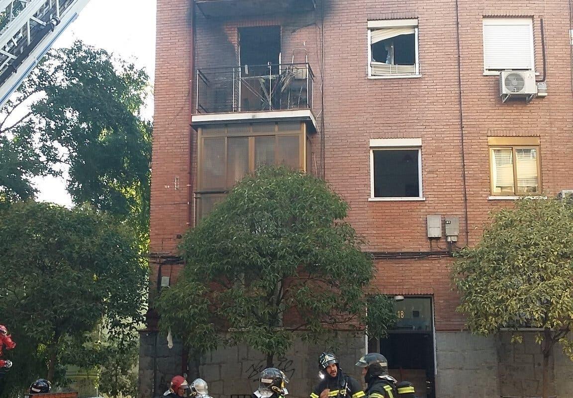 Un violento incendio en un piso de Madrid deja cinco heridos