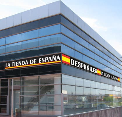 La tienda de España, en Arganda del Rey, donde Cifuentes compró el famoso paraguas.