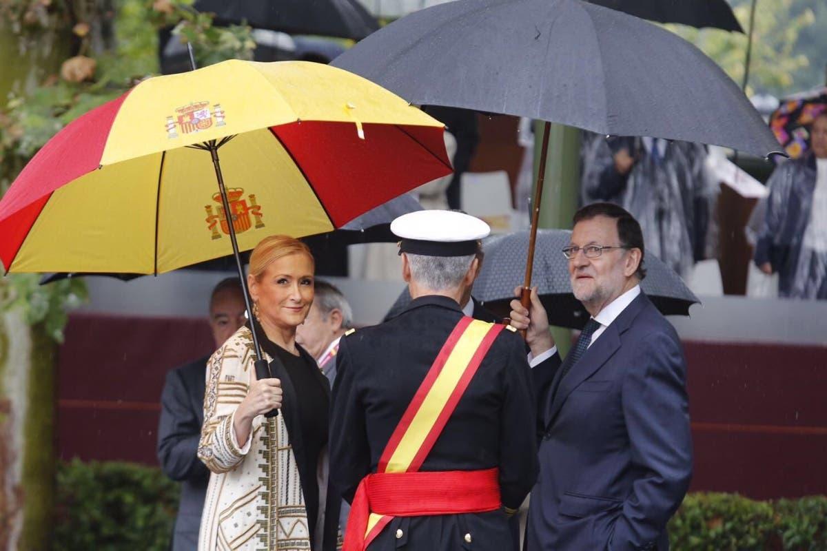 El paraguas que Cifuentes compró en Arganda arrasa