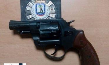 Detenido en Ciudad Lineal por amenazar a los vecinos con un revólver