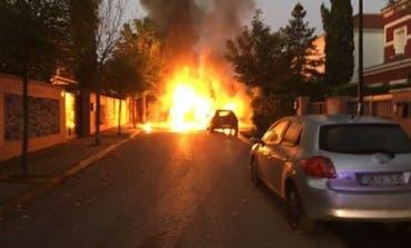 Una máquina barredora sale ardiendo en Cabanillas mientras limpiaba las calles