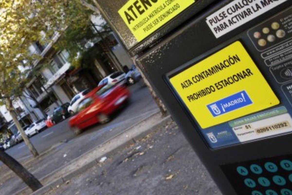 Madrid prohíbe este lunes aparcar en el centro por la contaminación